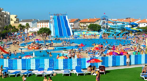 10 hoteles con toboganes para familias numerosas - Hotel piscina toboganes para ninos ...