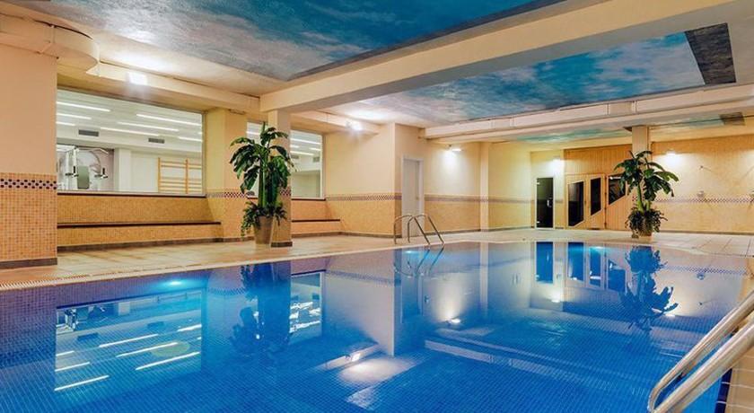 7 hoteles con piscina cubierta en la costa dorada for Camping con piscina climatizada en tarragona
