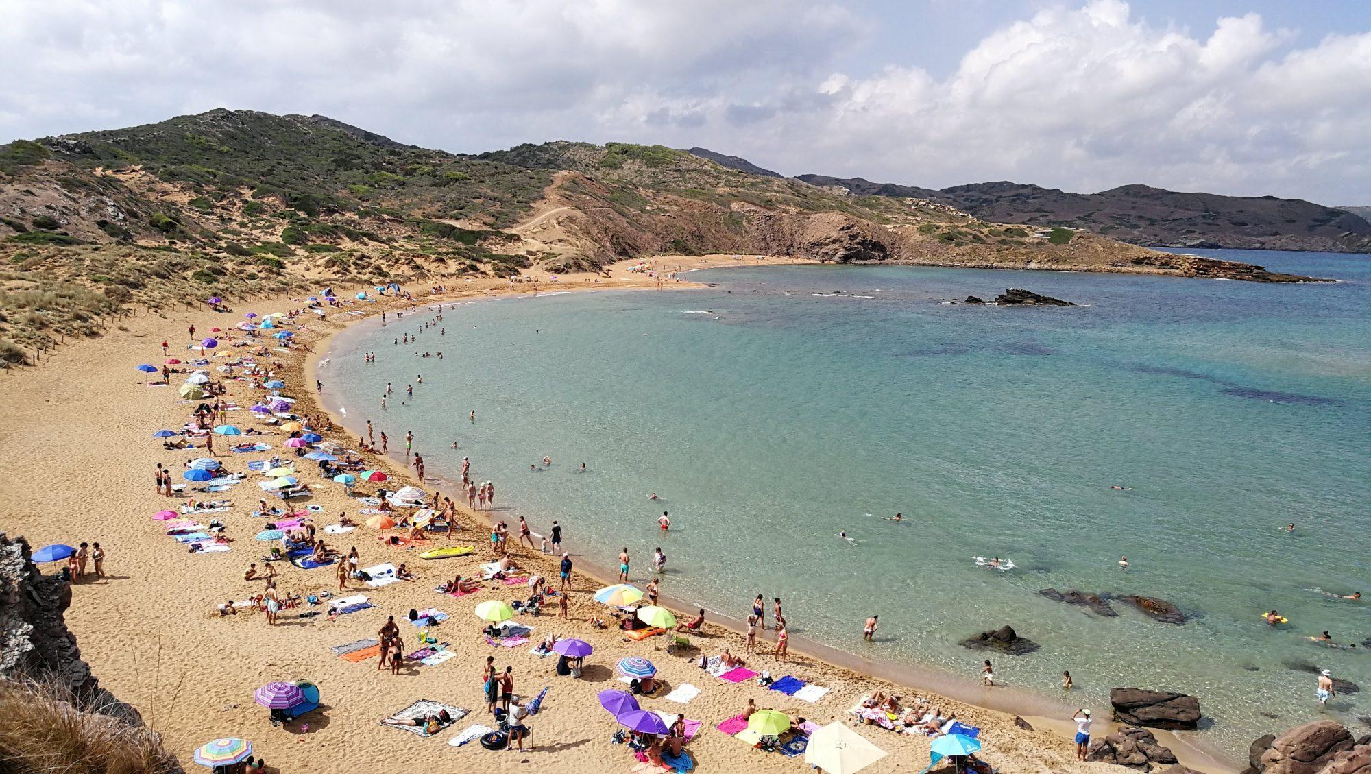 Playa de Cavalleria familias numerosas en menorca